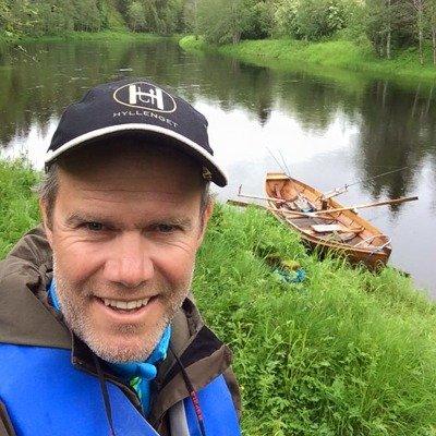 Bilde av DIMP ansatt Geir Jarle Bjørneng og fiskebåt